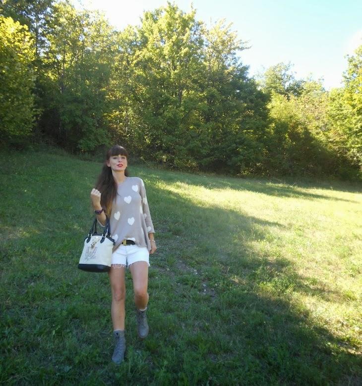 outfit-Maglioni-oversize-strappi-cuori-come-wildfox-shorts-22