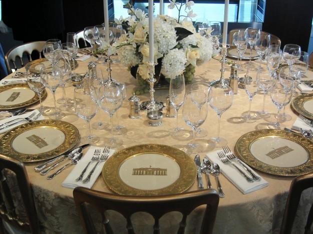 Come preparare la tavola a natale chiccherie - Apparecchiare la tavola bicchieri ...