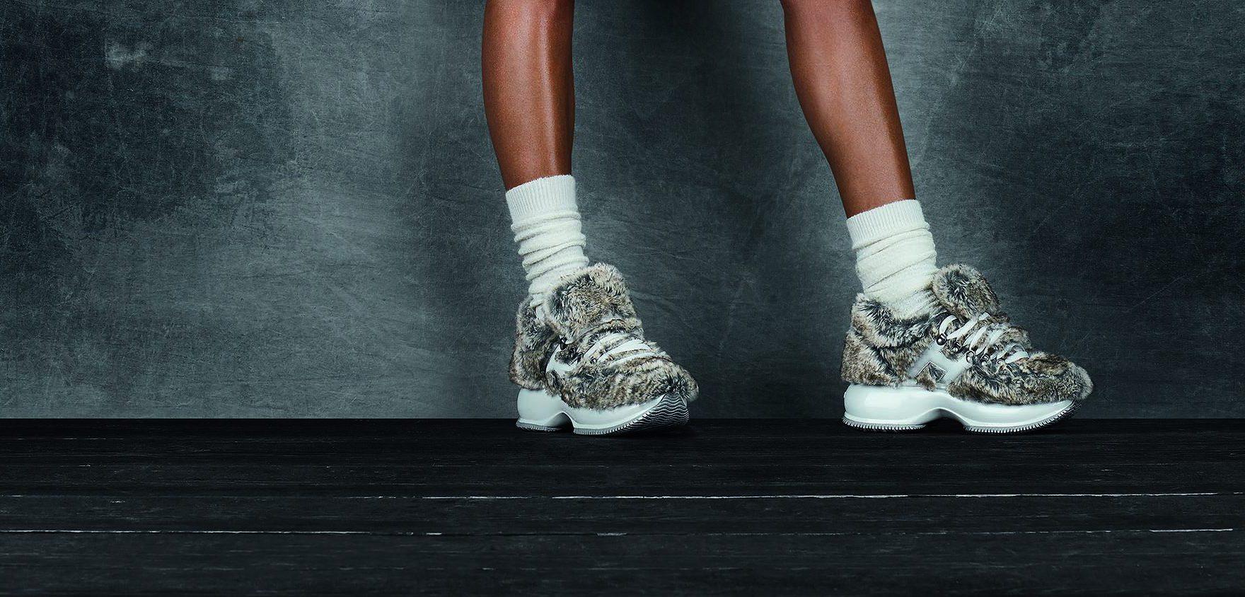 Il bianco e nero delle sneakers Hogan celebra la classicità della scarpa da tennis